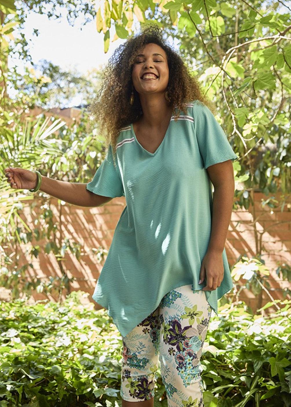 Túnica blusa verano comoda ligera tallas grandes curvy model